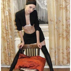 Dominatrice au bas collant noirs en manque de sexe